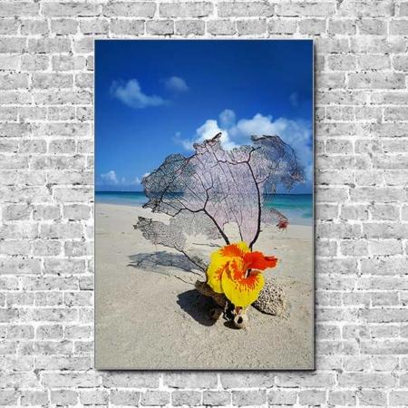 Stoffklang Akustikbild Hochformat Wand exotische Blume am Strand
